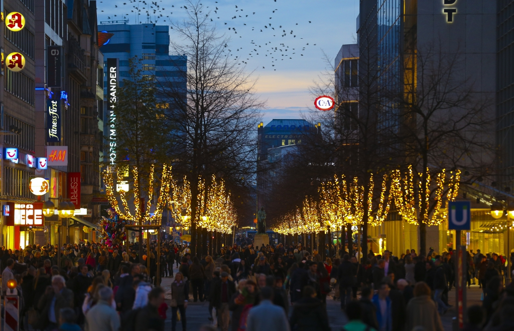 Hannover Volle Innenstadt ( City ) mit Herbstbeleuchtung (Foto/Michael Thomas)
